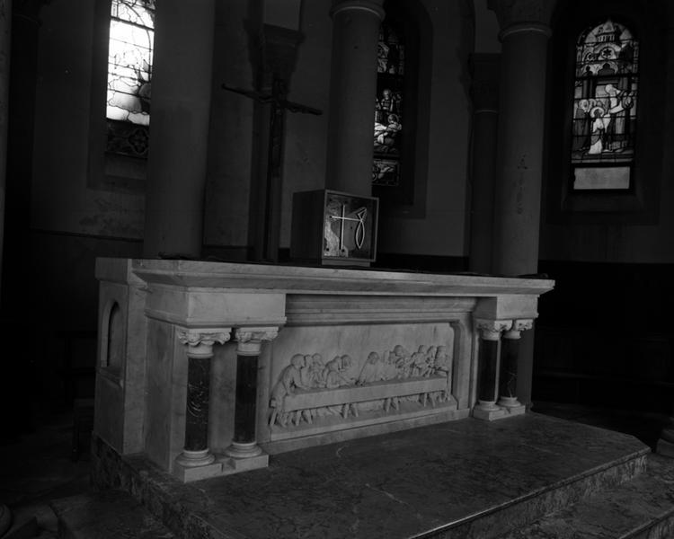 Ensemble du maître-autel, autels-retables latéraux, et des fonts baptismaux