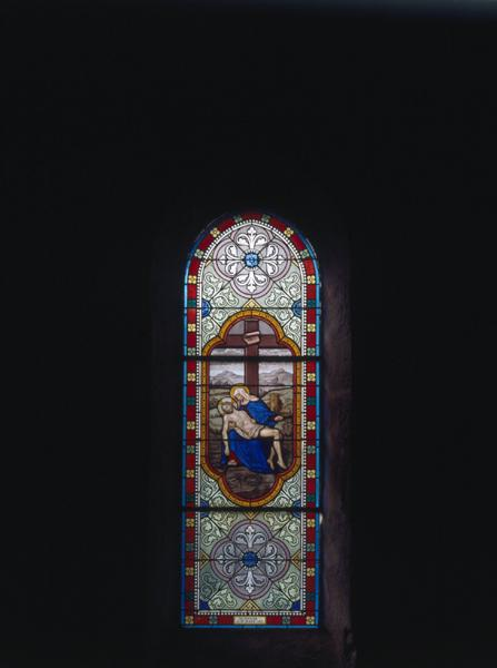 Ensemble de 4verrières : Vierge de Pitié (baie 5), Saint Nicolas de Tolentino (?) (baie 6), verrière décorative (baie 7), Notre-Dame d'Orcival (baie 8)