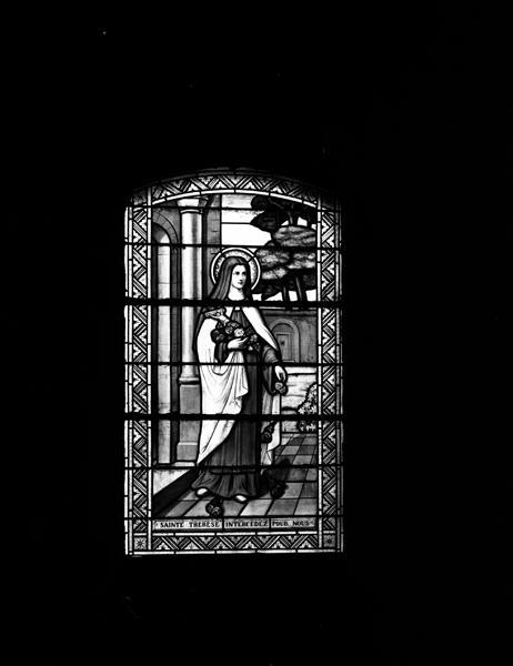 Ensemble de 9 verrières : Assomption (baie0), Sainte Thérèse de l'Enfant Jésus (baie1), Saint Georges terrassant le dragon (baie2), Notre-Dame d'Orcival (baie 3), apparition du Sacré-Coeur à Marguerite Marie Alacoque (baie 4), apparition de Notre-Dame de Lourdes à Sainte bernadette (baie 5), saint Joseph (baie 6), bon-pasteur, baptême du Christ (baie 7)