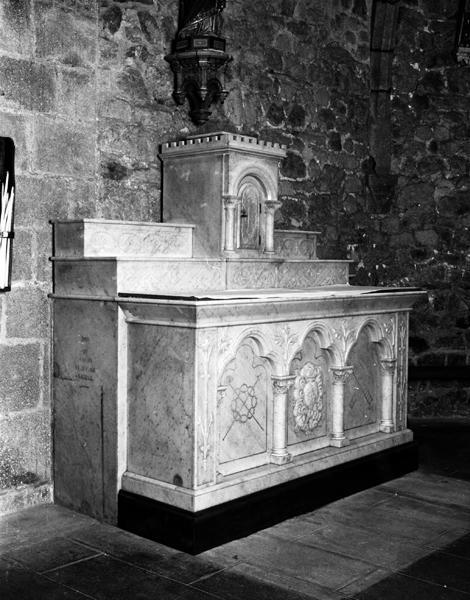 Maître-autel ; autel secondaire (2)