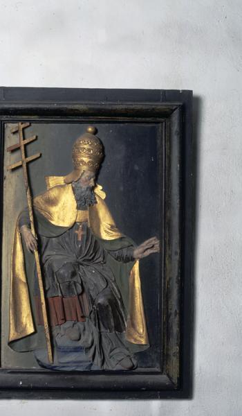 Demi-reliefs : saint Pierre, saint Evêque