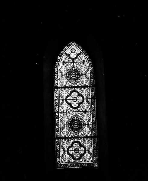ensemble de 3 verrières : Sacré Coeur (baie 2), verrières ornementales (baies 11 et 12)