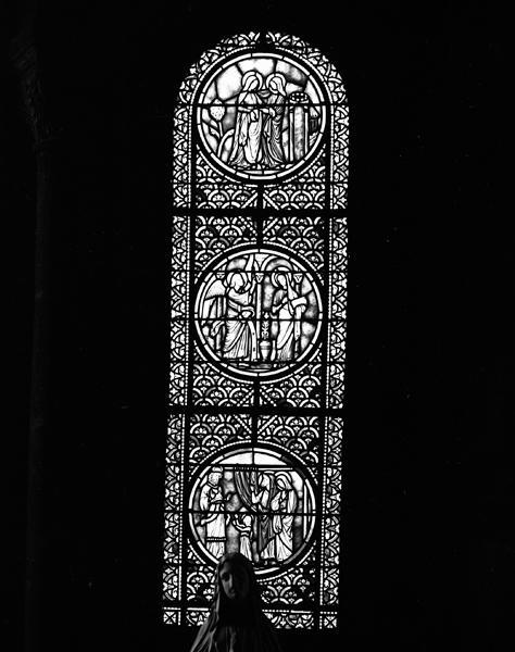 Ensemble de trois verrières de l'absidiole sud, chapelle de la Vierge : Vie de la Vierge, verrières ornementales (baies 6, 8, 10)