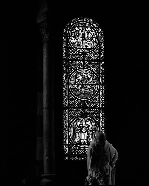 Ensemble de trois verrières de l'absidiole nord, chapelle Saint-Joseph : Vie de saint Joseph, verrières ornementales (baies 5, 7, 9)