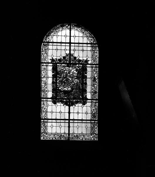 ensemble de deux verrières (baies 30 et 32) : le don du rosaire à saint Dominique, le don du scapulaire à saint Simon Stock