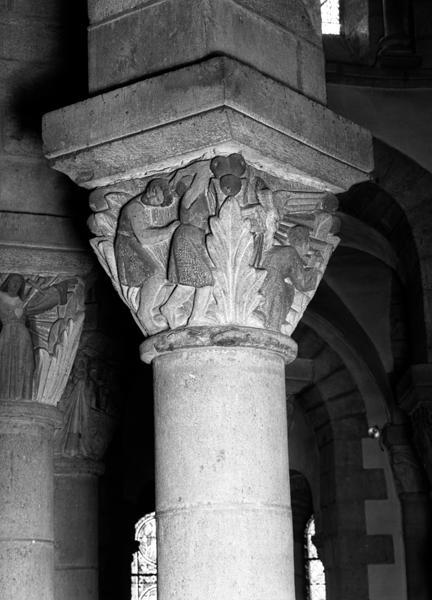 ensemble des chapiteaux (28) du choeur et du déambulatoire. (n°1 à 8, 101 à 108, 202 à 210)