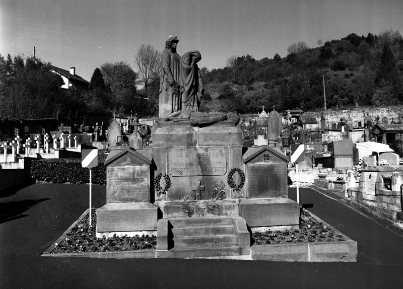 Monument aux morts des guerres de 1914-1918, de 1939-1945 et d'Indochine