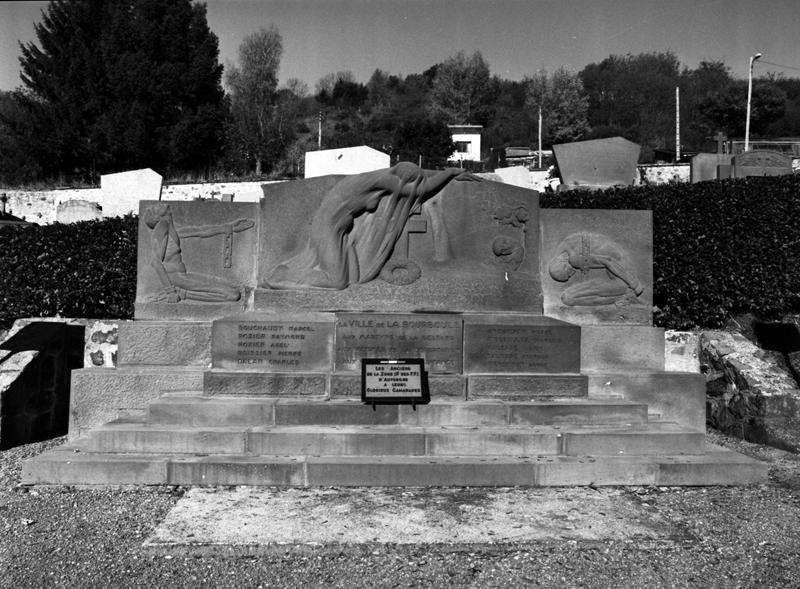 Monument aux morts dédié aux martyrs de la Gestapo, aux victimes de la déportation et aux héros de la Résistance