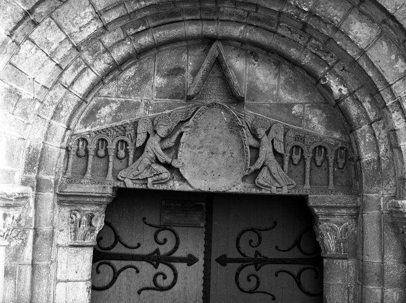 Linteau : Christ Pantocrator ou en Majesté