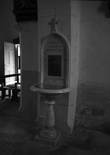 Fonts baptismaux, retable des fonts baptismaux, armoires aux saintes huiles