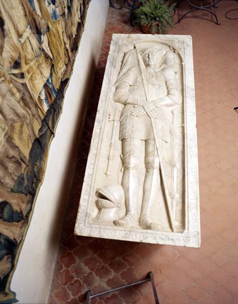Dalle funéraire du tombeau d'Yves II