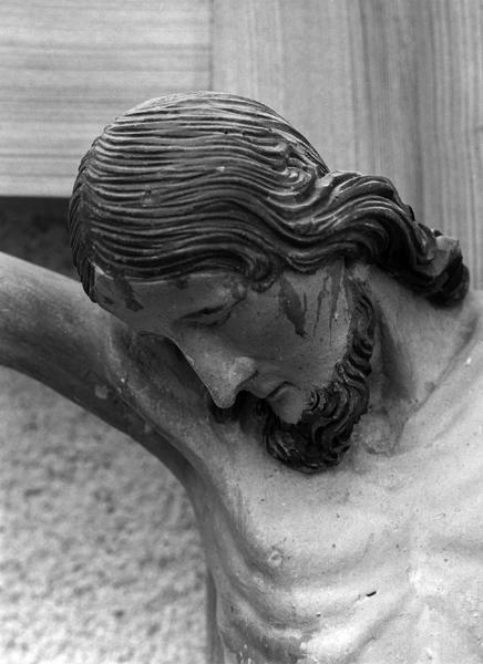 Statue (petite nature) : Christ en croix