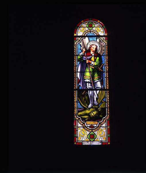 ensemble de 11 verrières : baie 7 : saint Michel