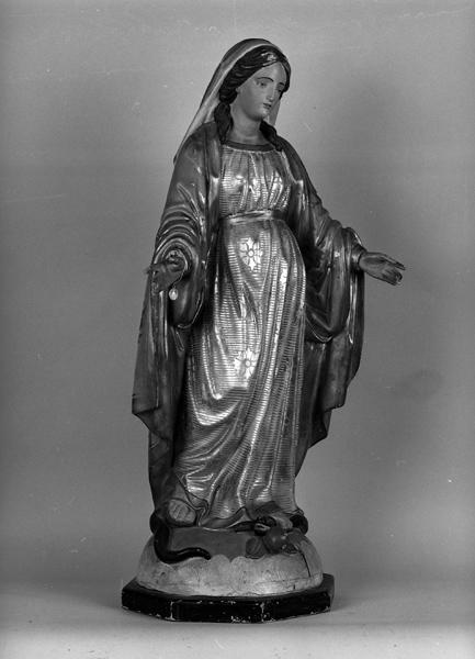 statue (demi-nature) : Vierge à la médaille miraculeuse