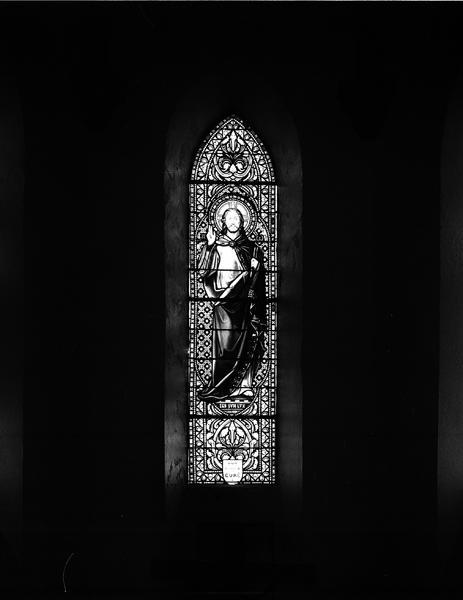 Ensemble de 12 verrières : Christ bénissant, saint Georges, saint Antoine, Sacré-Coeur, Immaculée Conception, saint Joseph, saint Amable, sainte Anne, sainte Catherine d'Alexandrie, saint Pierre, saint Roch, saint Blaise