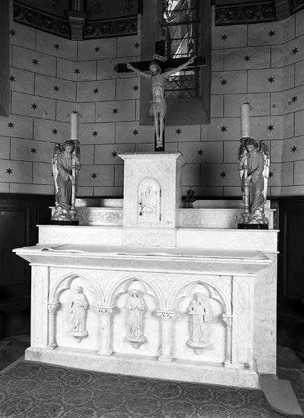 Ensemble du maître-autel, de deux tabernacles et de deux autels secondaires