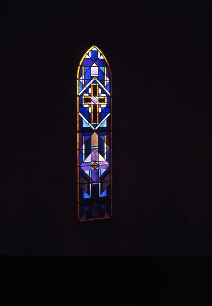 Ensemble de 8 verrières : Bon Pasteur, Saint Jean-Baptiste, Education de la Vierge, Saint Michel, Saint Joseph, Apparition du Sacré-Coeur à Marguerite Marie Alacocque, Don du rosaire à Saint Dominique, rose.