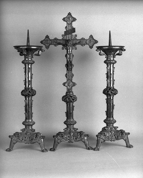 garniture d'autel : croix d'autel et 2 chandeliers d'autel