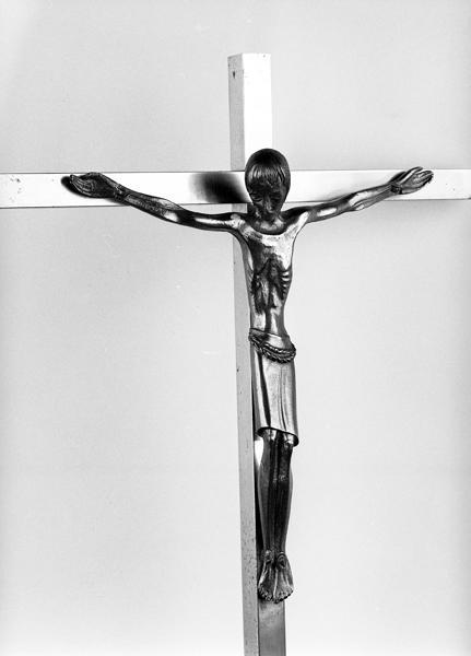 Statue du Christ en croix