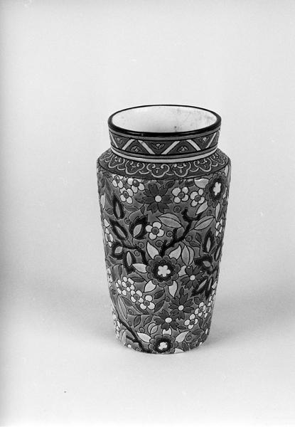 ensemble de deux paires de vases à fleurs