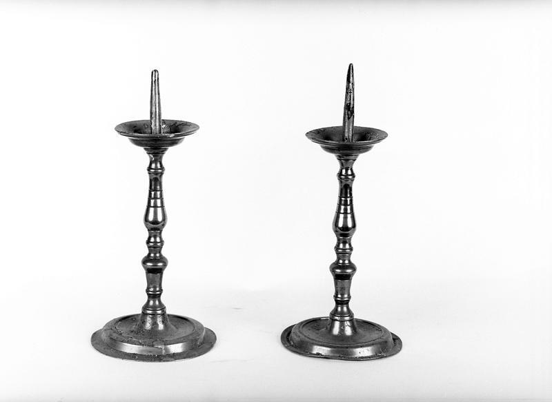 2 chandeliers à broche