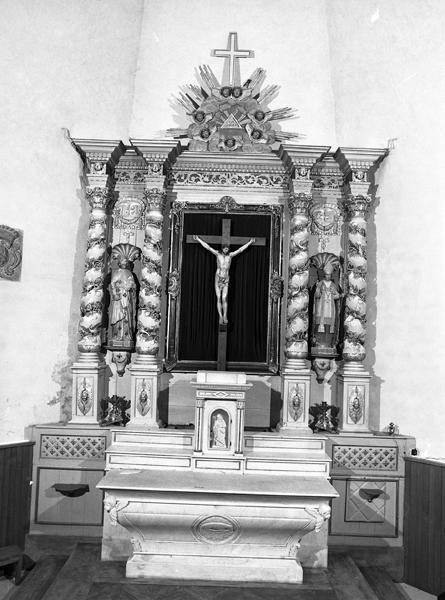 ensemble de l'autel, du retable des 2 statues du maître-autel