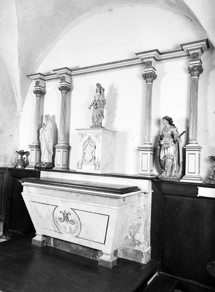 Sommaire objets mobiliers : autel et retable de la chapelle nord