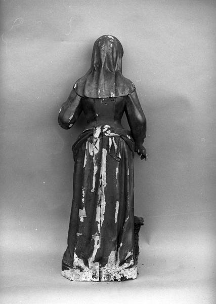 statue (demi-nature) : sainte Germaine cousin