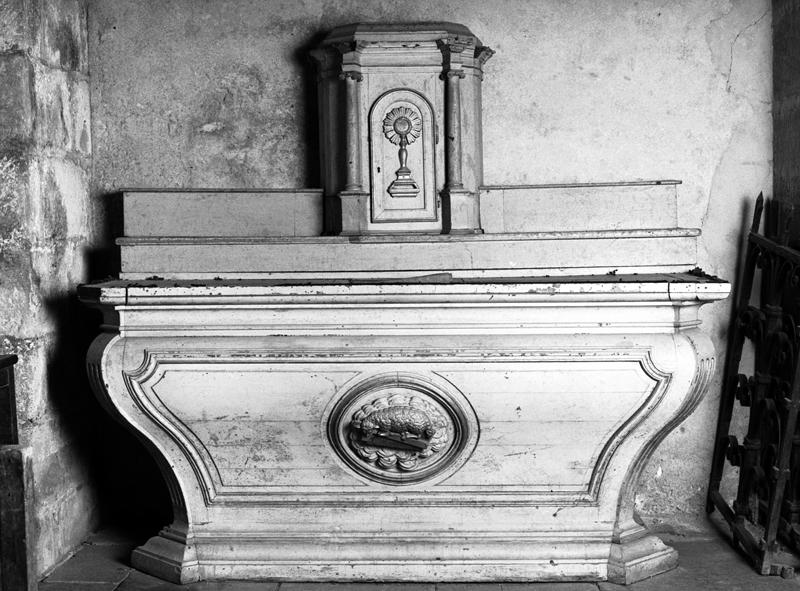 Autel, tabernacle, gradin et 2 consoles (autel secondaire)