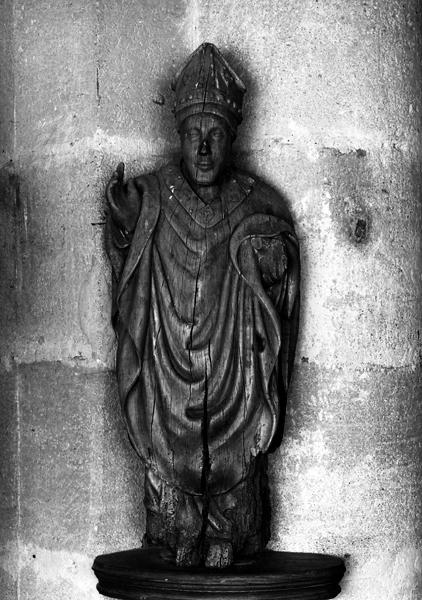 Statue : saint Menou ?
