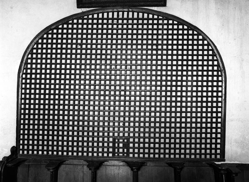 Clôture de choeur conventuel avec fenestrelle de communion