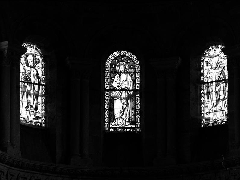 Ensemble de 3 verrières à personnages : Jésus Christ, saint Menou, saint Blaise (baies 100, 101, 102) et d'une verrière décorative (baie 0)