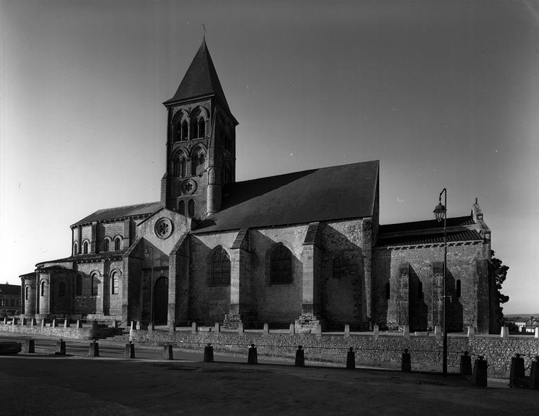 Église abbatiale et paroissiale de l'abbaye bénédictine de Saint-Menoux, à présent église paroissiale