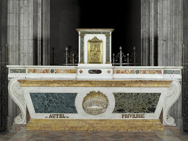 ensemble du maître autel et de deux tables d'applique