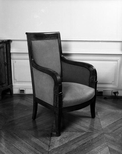 mobilier de l'hôtel de ville : fauteuil