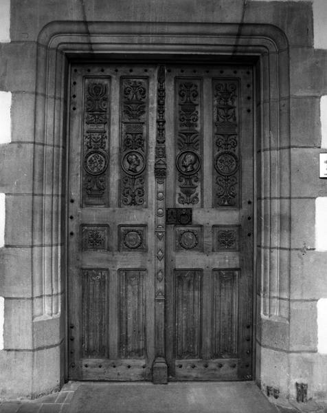 Porte de la salle des mariages