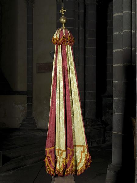 insignes de basilique : ombellino et clochette