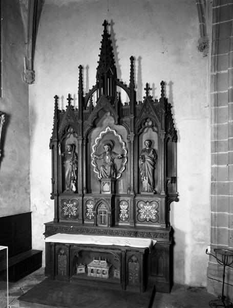 ensemble d'un autel, retable et trois statues néo-gothiques