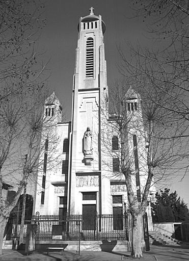 Église paroissiale Sainte-Thérèse-de-l'Enfant-Jésus