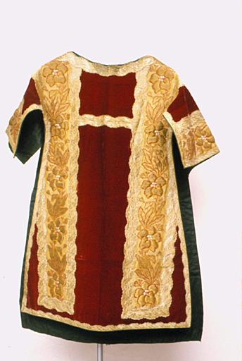 Dalmatique ; étole (ornement rouge No 3)