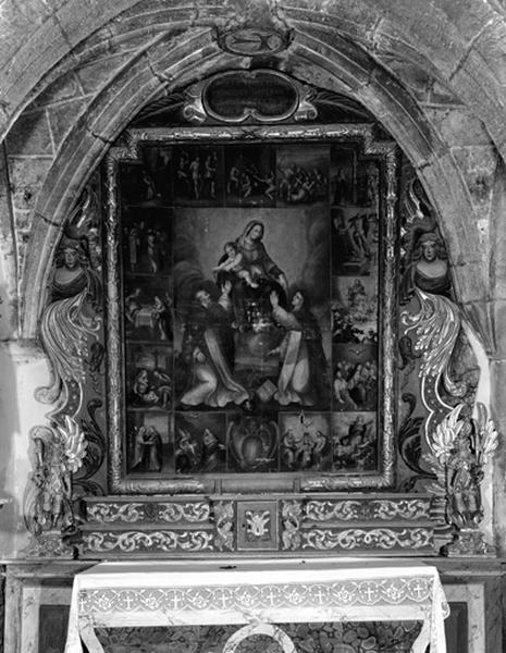 Tabernacle, 2 gradins d'autel, retable, cadre et tableau : La Vierge et l'Enfant Jésus remettant le rosaire à saint Dominique et sainte Catherine de Sienne, scènes du rosaire