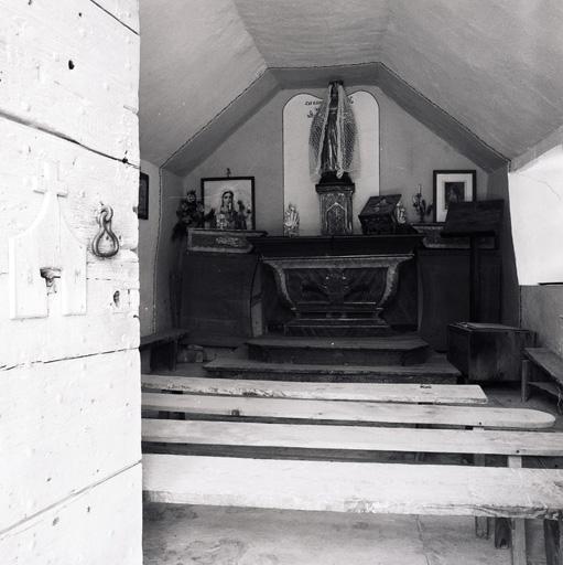 autel ; statue ; tableaux