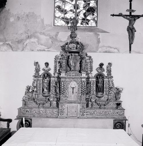 2 gradins d'autel, 2 tabernacles, exposition, 11 statues, 2 bustes (tabernacle à ailes et dais d'exposition, tabernacle architecturé).