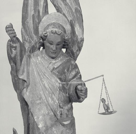 Groupe sculpté (groupe relié) : Saint Michel.