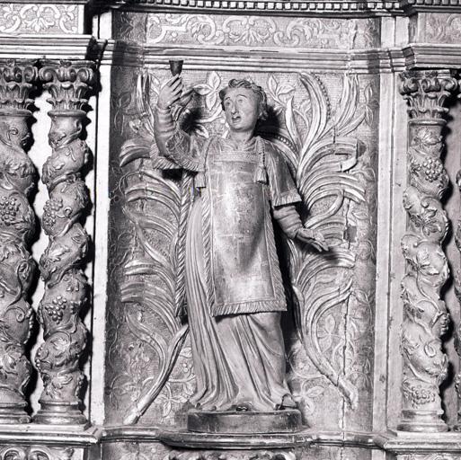 2 gradins d'autel, 2 tabernacles, exposition, 12 statues (tabernacle à ailes et dais d'exposition, tabernacle architecturé, statuettes).