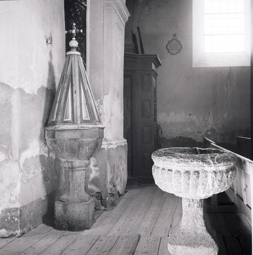 Fonts baptismaux (cuve baptismale à infusion).