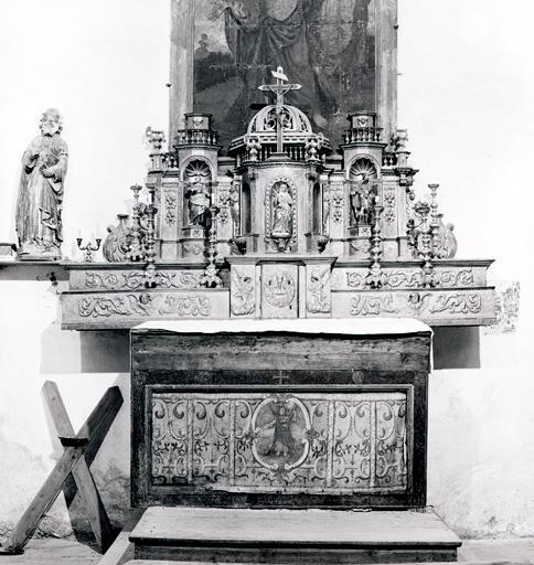 Ensemble du maître-autel (antependium, 2 gradins d'autel, 2 tabernacles, 3 statues)