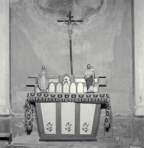Autel, tabernacle, 2 gradins d'autel, (autel tombeau, autel secondaire)