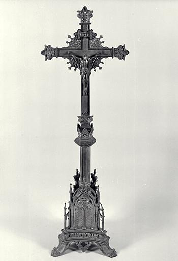 Croix d'autel, 6 chandeliers