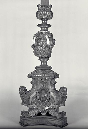 Croix-reliquaire, 12 chandeliers d'autel